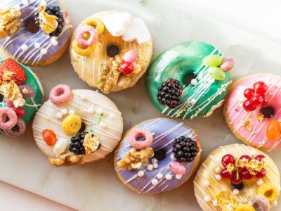 gedecoreerde donuts